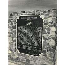 1986 Press Photo Plaque Tells Story of the Larson Brothers' Airport in Wisconsin