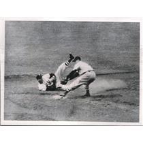 1950 Press Photo Red Sox Vern Stephens making play vs Tigers - nes05493