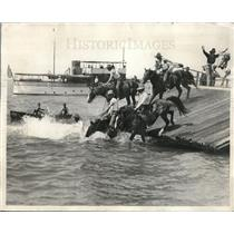 1928 Press Photo cowboys stage a mounted swimming contest in Lake Michigan