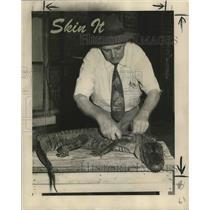 1947 Press Photo Chester Koepp, owner of Tulane Belt Shop, skins an alligator.
