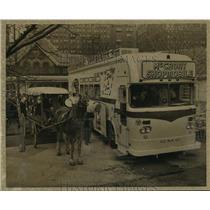 1962 Press Photo McCrory Shopmobile & Peddler's Wagon at Tavern on Green, NYC