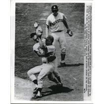 1970 Press Photo Astros Marty Martinez & Bob Watson field Hank Aaron hit