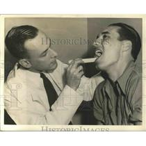 1941 Press Photo Bob Feller examined by doctors for selective Service board