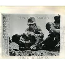 1965 Press Photo Wounded Vietnamese Soldier, Rach Gia - ftx00272