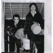 1958 Press Photo Actress Ava Gardener, Walter Chiari Arrive in London, England