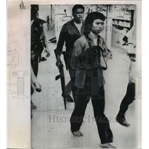 1968 Press Photo Huynh Ngoc Huong Captured in Saigon, Vietnam - ftx00972
