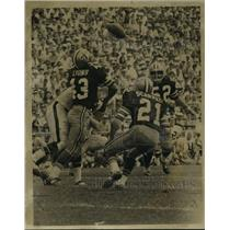 1970 Press Photo New Orleans Saints-Pass broken up by Saints. - noa05647