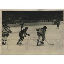 1976 Press Photo Rangers Carol Vadnais vs Vancouvers Andre Boudrias - lfx05163