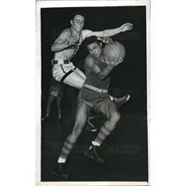 1943 Press Photo James Reilly of Georgetown vs Charles Harmon of Toledo