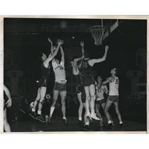 1945 Press Photo Brigham Young's Bill Malone vs Manhattan College Joe Stewart