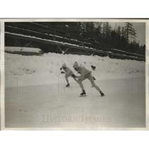 1928 Press Photo 1928 Irving Jaffe of US vs Canada's Willie Logan 5000 m skate