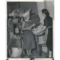 1954 Press Photo Shopping Native Products Puerto Rico