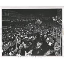 1954 Press Photo Festival Of Lights Makes Gondolier Jam