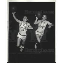 1939 Press Photo Bill & Chet Murphy U of Chicago tennis twins at basketball