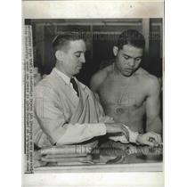 1942 Press Photo Heavyweight champ Joe Louis gets his Army physical - nes53709