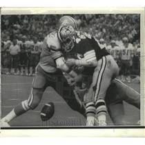 1972 Press Photo Saints' Dan Abramowiez Gets his Licks Trying to Catch Pass