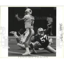 Press Photo New Orleans Saints Player Knocks Ball out of Quarterback's Hands