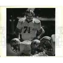 1988 Press Photo Mark MacDonald Watches Fellow Linemen Run Drills at Saints Camp
