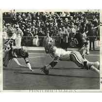 1972 Press Photo New Orleans Saints- Saints Neal pounces on ball for six points.