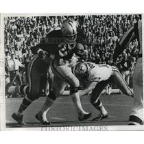 1971 Press Photo New Orleans Saints - Two Saints Making a Tackle - nos00303