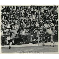1972 Press Photo New Orleans Saints-Reaching for the ball. - nos00339
