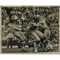 1971 Press Photo New Orleans Saints-Ron Burrows makes big grab for Atlanta.