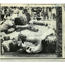 Press Photo New Orleans Saints- Atlanta RB Harmon Wages dives for touchdown.