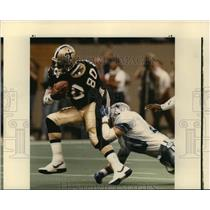 1988 Press Photo New Orleans Saints-Saints Brett Perriman tries to shake loose.