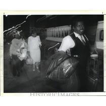1991 Press Photo New Orleans Saints- Arthur Marcello, Saints fan walk to the bus