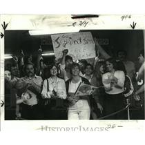 1978 Press Photo New Orleans Saints-Cheering fans gather at airport. - nos00786
