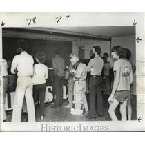 1976 Press Photo New Orleans Saints-Saints fans line up at ticket office.