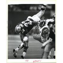 1991 Press Photo New Orleans Saints- Saints Gill Fenerty is upended. - nos01145