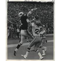 1974 Press Photo New Orleans Saints-Johnny Fuller of Saints breaks up pass.