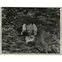 1932 Press Photo Sertel Lenrad Learned to Swim at the Age of 9-Months-Old