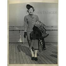 1937 Press Photo Hedwig Stenub Viennese figure skater arrives in NYC - net33173
