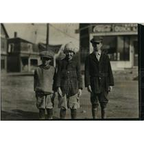 1920 Press Photo Golf Caddies Alexander Eldredge, Leighton Peek, Phillip Lake