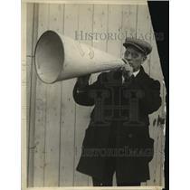1923 Press Photo Columbia College crew coach Jim Rice at practice - net34241