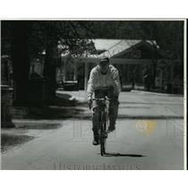 1994 Press Photo Eric Larsen Cycles To Work From Cedarburg To Grafton