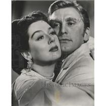 1948 Press Photo Actors Rosalind Russell and Kirk Douglas - ftx02497