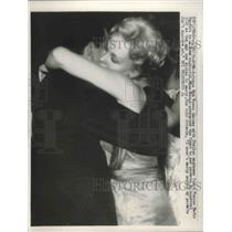 1959 Press Photo Actress Kim Novak Dances with Count Franco Mario Bandidni, Rome