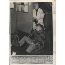 1960 Press Photo Actress Kim Novak Covers Crime with New York Newsman