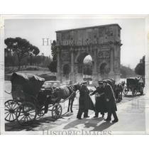 1954 Press Photo Coachmen in Rome, Italy Gambling - ftx01949