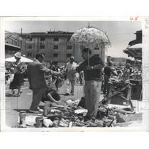 1961 Press Photo Rome, Italy Flea Market - ftx02124