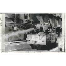 1973 Press Photo Naples, Italy Cholera Disinfectant Spray - ftx02168
