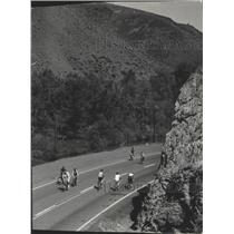 1972 Press Photo Yakima Canyon Bicyclists, Washington - ftx02424