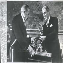 1965 Press Photo Henry R. Labouisse Nobel Peace Prize