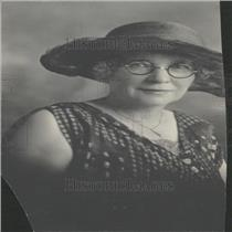 1926 Press Photo Lisbeth Fish Woman Hat Glasses Dress