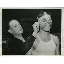 1942 Press Photo New York Tippy Larkin to wear cheek protector in fight NYC