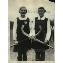 1928 Press Photo PA girls Kathleen Doman, Violet Chamberlain at field hockey