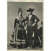 1928 Press Photo Natives in dress styles of a continental country - sbx01990